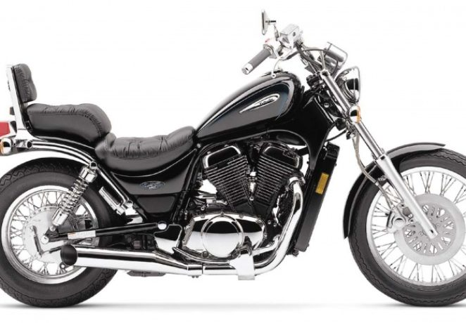 Suzuki VS800 Intruder(1)